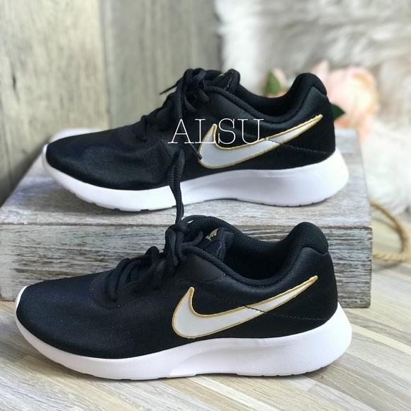 the best attitude ae632 afc96 NWT Nike Tanjun SE Black White Yellow W AUTHENTIC